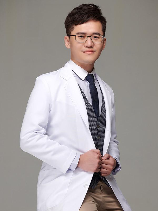 旭光牙醫團隊-主治醫師-陳易駿醫師